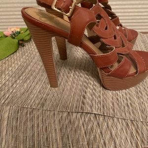 Fergalicious brown leather strappy sandals Sz 9